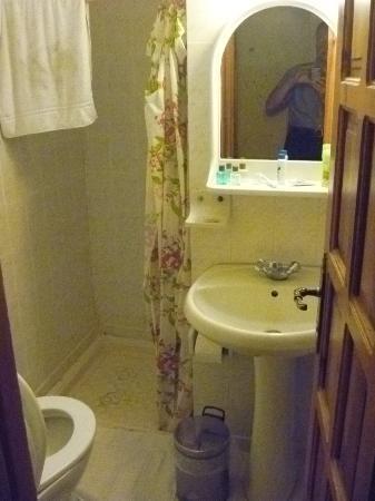 Walnut House: Bathroom