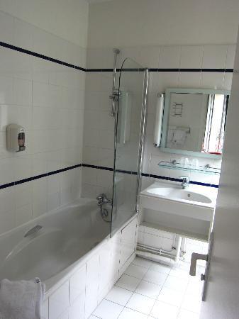 Hotel Odessa Montparnasse: バスルーム