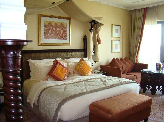 Jumeirah Al Qasr at Madinat Jumeirah: Comfy bed