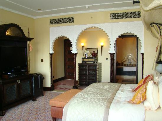 Jumeirah Al Qasr at Madinat Jumeirah: Room, the entrance