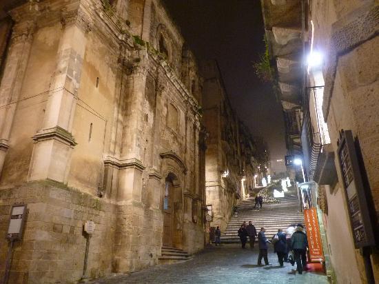Caltagirone, Włochy: L'inizio della scalinata