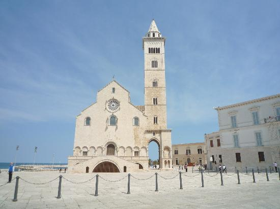 Trani: La cattedrale con il suo campanile