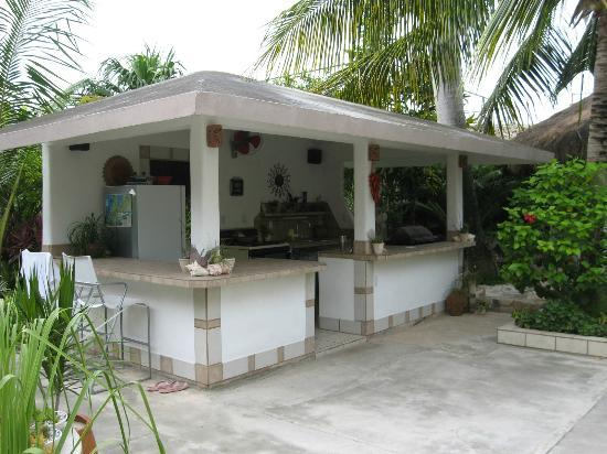 Baldwin's Guest House Cozumel: Here is where you spend the nights talking and drinking