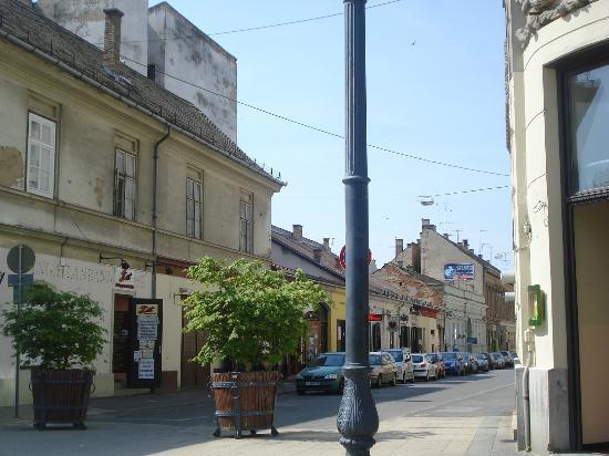 Hunguest Hotel Nagyerdo: Fraction of a street