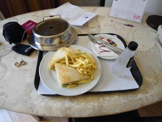 Mercure São Paulo Jardins Hotel: Club Sandwich x Room Service.. un lujo...