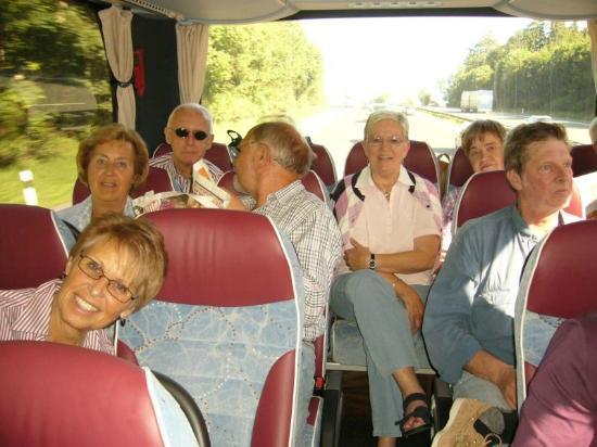 "Centro Vacanze La Limonaia: Reisebus, Härteübung, 16 Std. Fahrt auf hinteren ""Notsitzen""!"