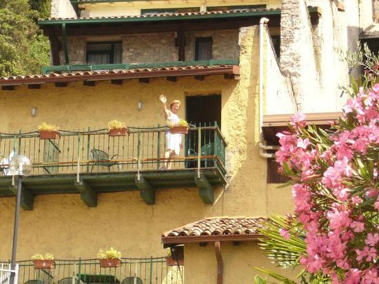 Centro Vacanze La Limonaia: La Limonaia, einzig schön am Zimmer der Blick z. Gardasee!