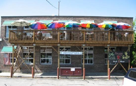 Steady Eddy's Cafe: The deck upstairs