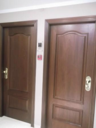 Puertas de las habitaciones fotograf a de hotel san for Puertas para habitaciones