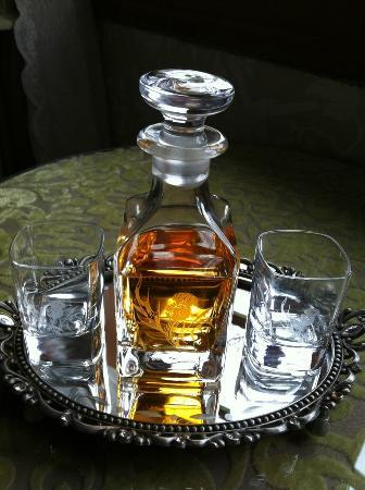 Water's Edge Cottage: Complimentary Whisky