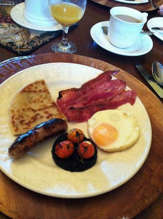 Water's Edge Cottage: Great Breakfast