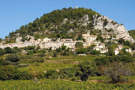Domaine de Cabasse : Village de Séguret vu du Domaine