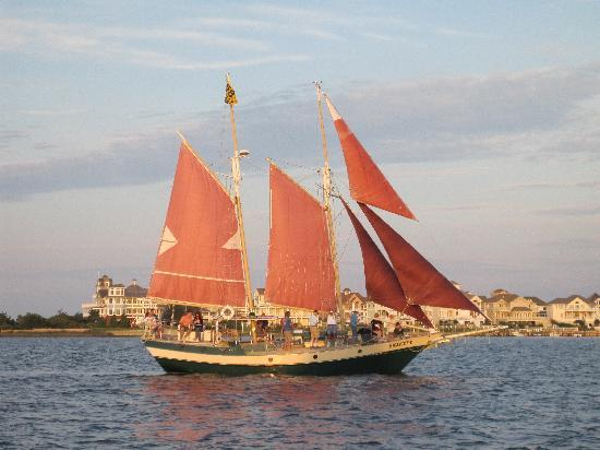 The Downeast Rover Sailing Cruises