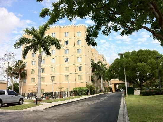 Homewood Suites Miami-Airport / Blue Lagoon: Fachada
