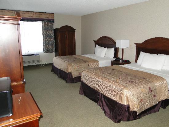 La Quinta Inn & Suites Oakland - Hayward : Typical room