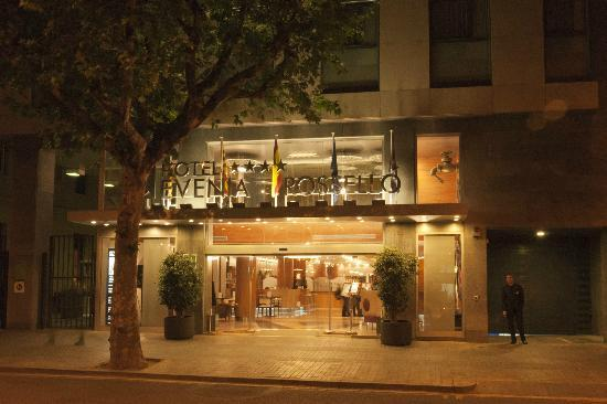 Evenia Rosello: Front of Hotel at night