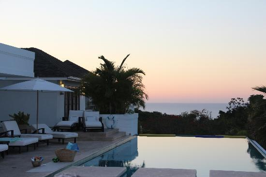 Tryall Club: Sunset over the pool