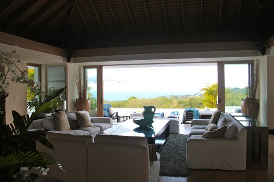Sandy Bay, Jamaïque : Living area overlooking the pool