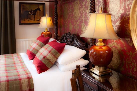 Knockendarroch House Hotel: Our Romantic Four Poster Room