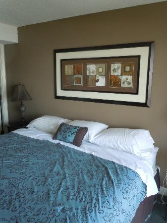 Forest Dunes Resort: king bed!
