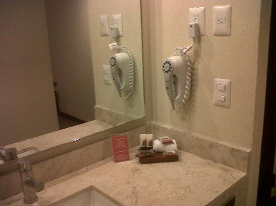 Baño De Tina Con Miel: Cristobal de las Casas: Baño con secadora, pero sin tina de baño