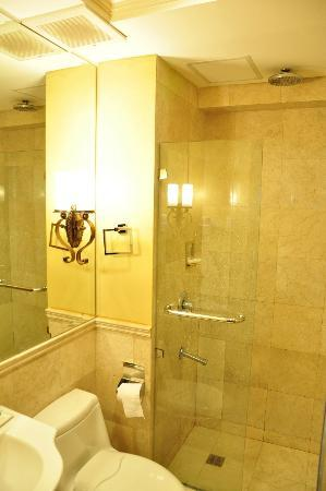 Crown Regency Prince Resort: Bathroom