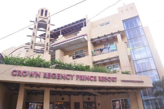 Crown Regency Prince Resort: Hotel facade
