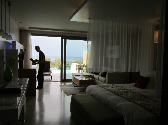 Amathus Elite Suites: room