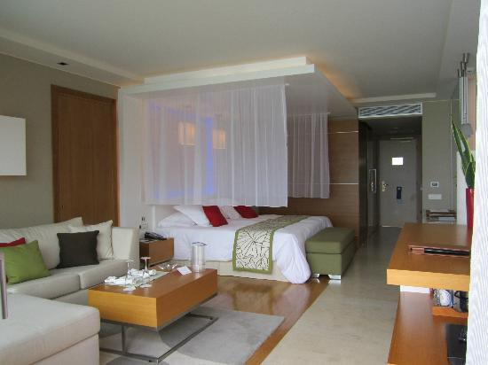 Amathus Elite Suites: room just like the official photos
