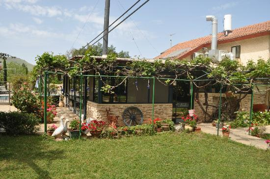 Arbel Guest House Shavit Family: Entrance to the Restaurant