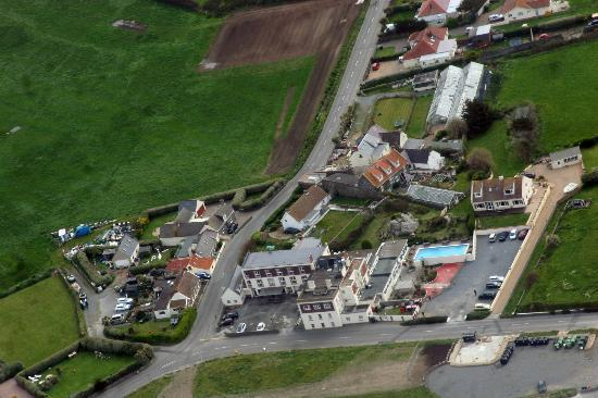 L'Eree Bay Hotel: Aerial view of the hotel