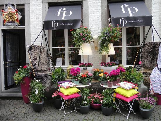 Holland Tour: Flower shop in Maasricht, The Netherlands