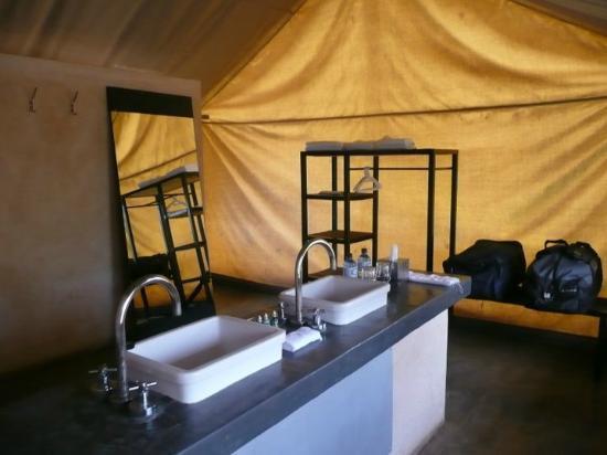 Honeyguide Tented Safari Camps : Met dubbele douche