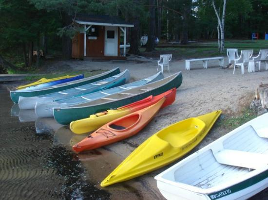 Shamrock Lodge: Kayaks & Canoes