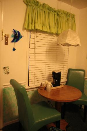 Seaside Motel: Fish Fantasy rm