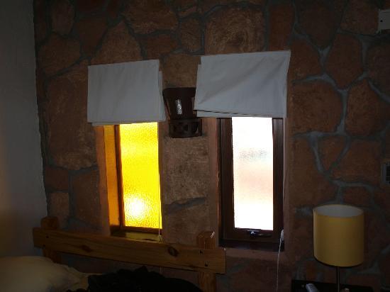 Parina Atacama Apart Hotel: Unas de las ventanas de la habitación