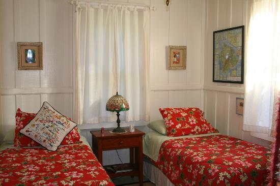 Volcano Teapot Cottage: One of the bedrooms