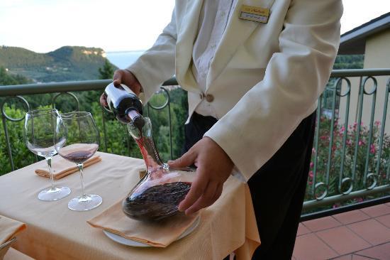 Hotel Madrigale: Go vin skal jo iltes :-)