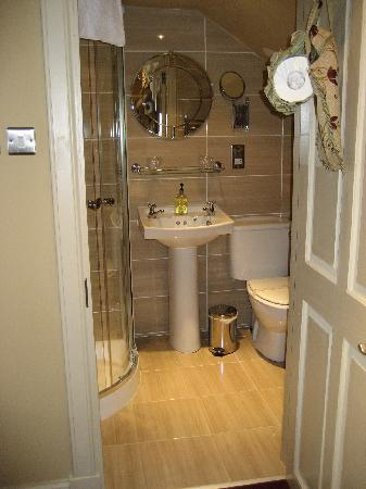 Allandale House: en-suite shower room