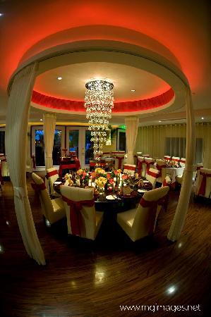 Djon's Steak & Lobster House : Main dining room