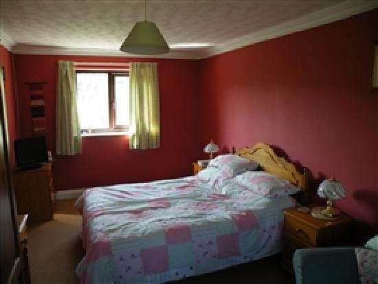 Sladesdown Farm: A guest room