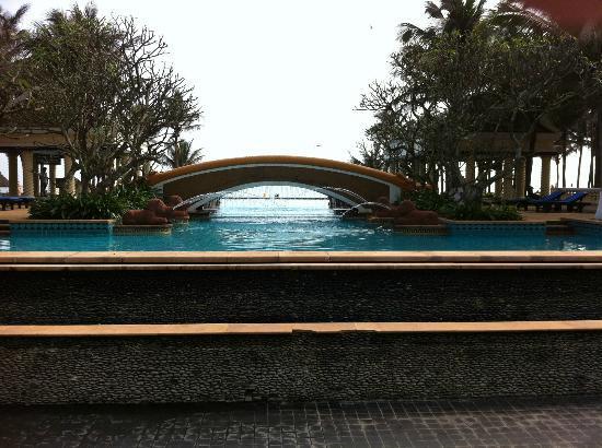 Crown Spa Resort Hainan: Pool complex