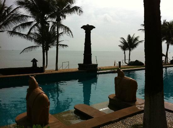 Crown Spa Resort Hainan: The pools facing the South China Sea