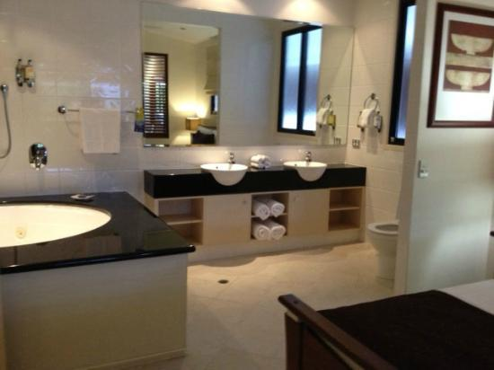 Saltwater Luxury Apartments: Master Bath