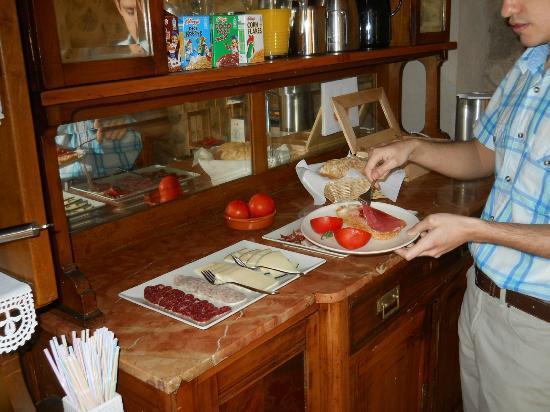 Turisme Rural Mas Ramades: breakfast