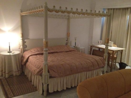 Hotel La Maison-Blanche : camera