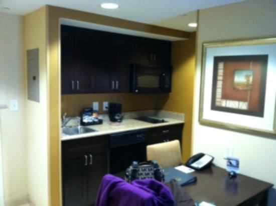 Homewood Suites by Hilton Bel Air: Kitchen Area