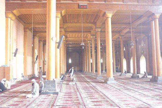 Jama Masjid Mosque : Wooden pillars