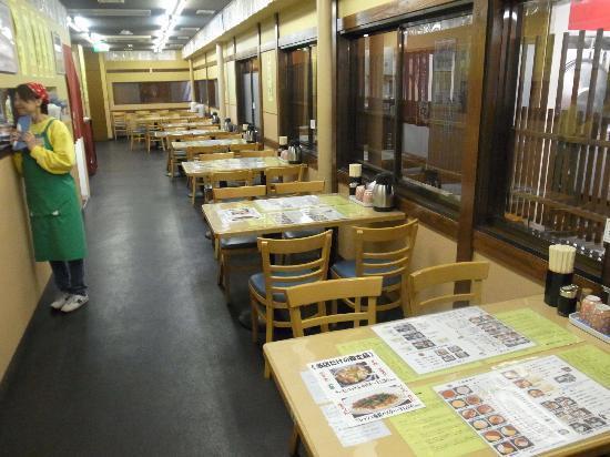 Kikuyo Shokudo Honten: 店内は広くて明るい。清潔な感じ。