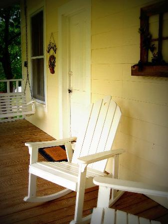 Haven River Inn: Cottage Porch - Relax and Rest